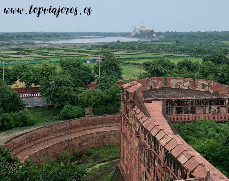 Vistas al Taj Mahal desde el Fuerte Rojo de Agra