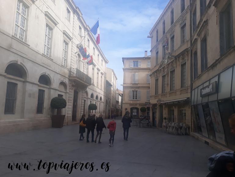 Plaza del ayuntamiento de Nimes