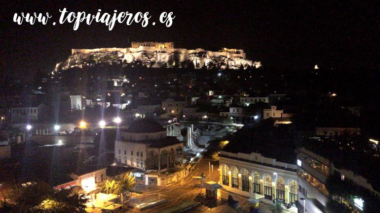 Vistas nocturnas Acropólis de Atenas desde A For Athens coctel bar