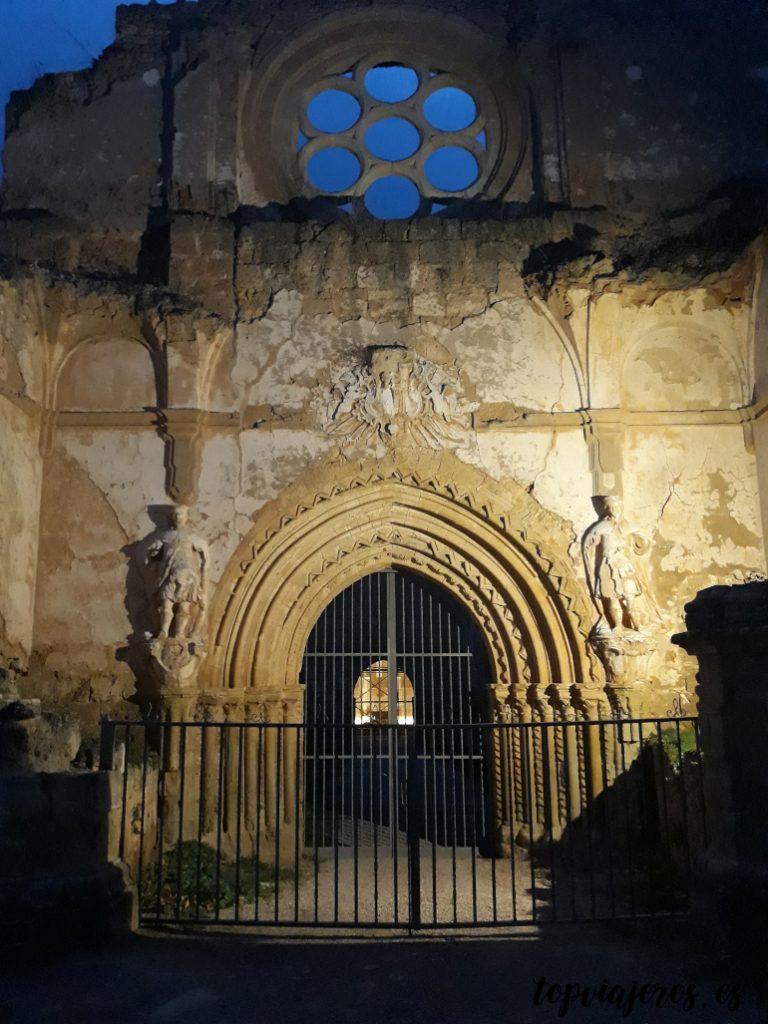 Entrada iglesia monasterio de piedra