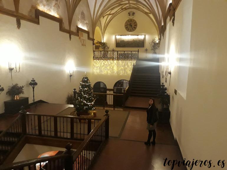 Escalera Hotel Monasterio de piedra