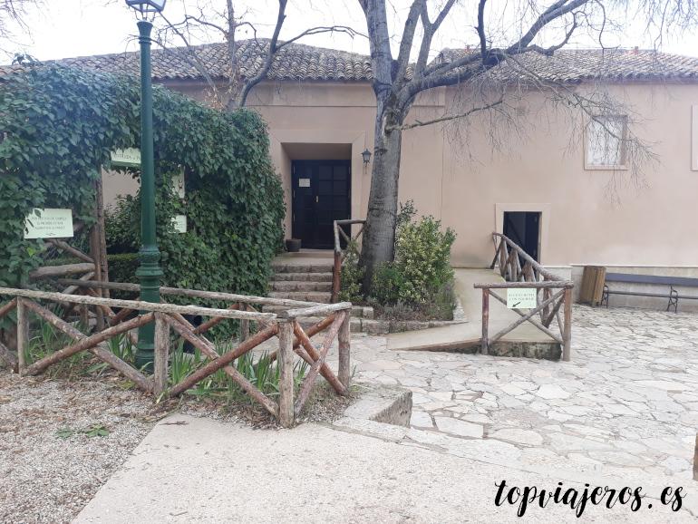 Puerta superior hotel monasterio de piedra