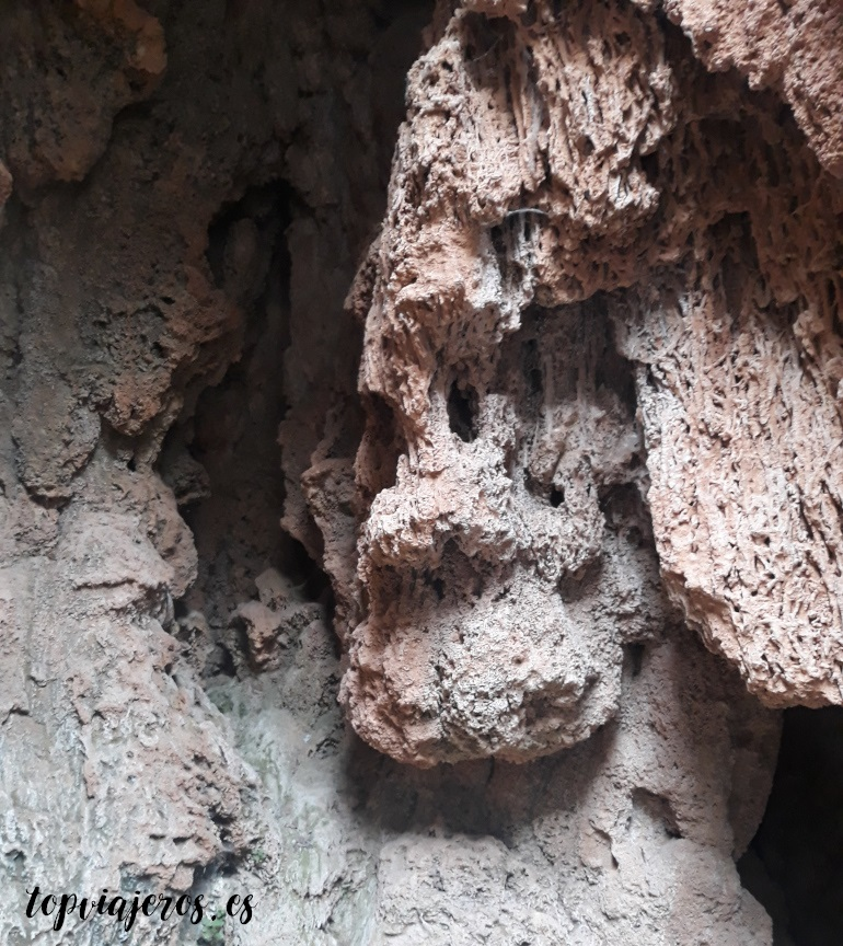 Gruta de la Bacante- Monasterio de Piedra (Zaragoza)