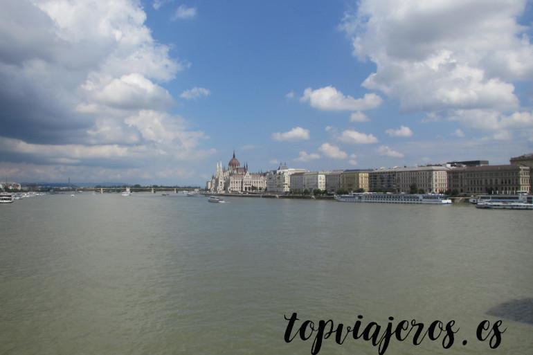 El Parlamento desde el Puente de las Cadenas Budapest